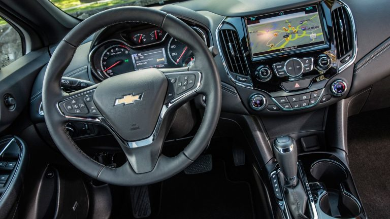 Poste radio Chevrolet : un appareil qui suit l'évolution du temps